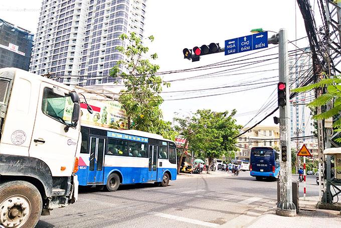 """Khánh Hòa: Đề nghị phạt """"nguội"""" các trường hợp vượt đèn đỏ"""